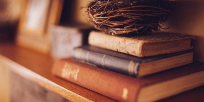 Cleaning, Collecting and NOT Decluttering My Bookshelves